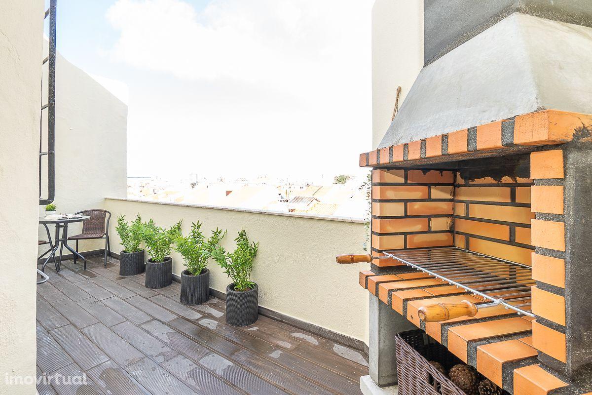 Apartamento T3 em prédio com elevador junto à Morais Soares