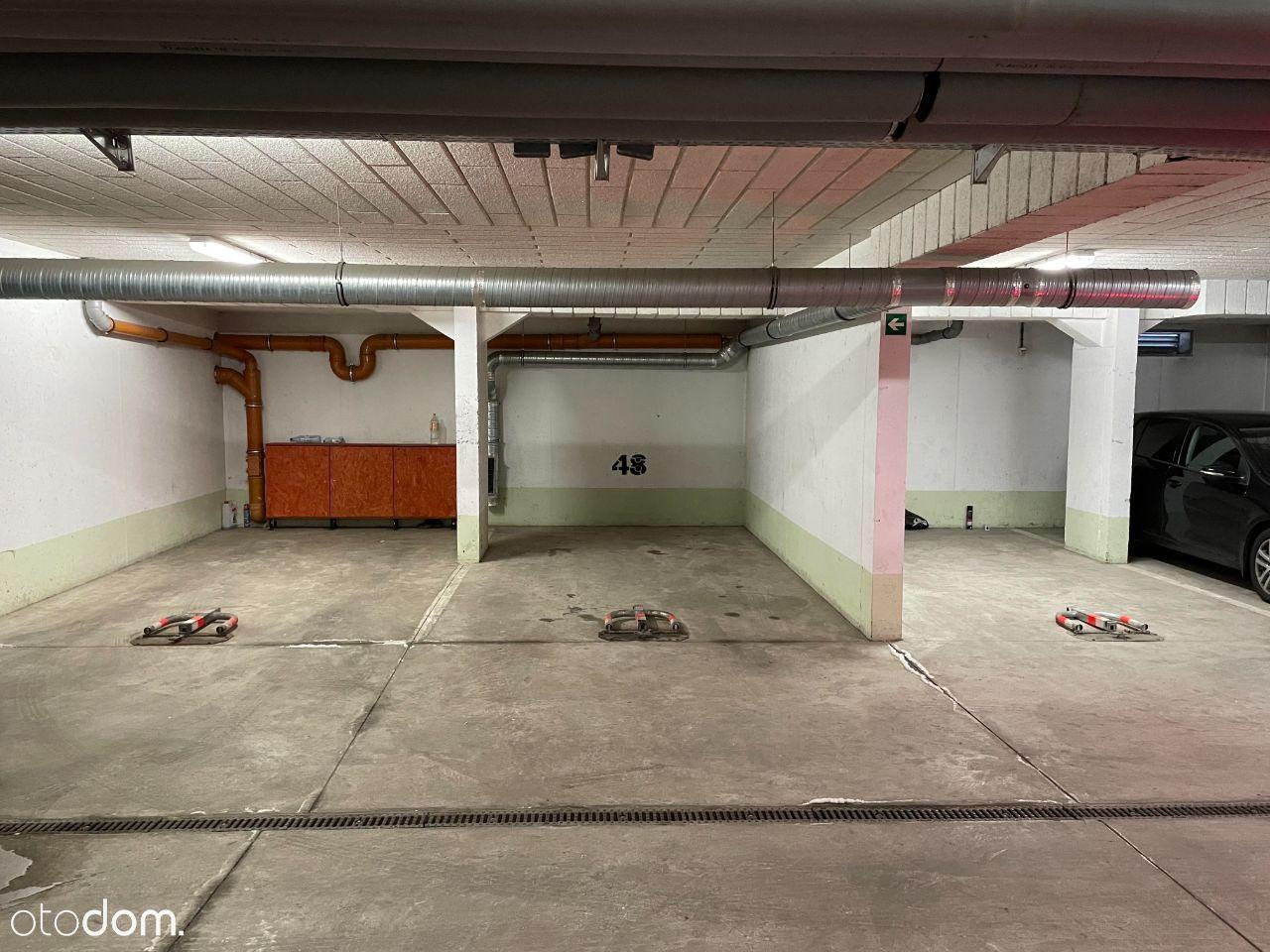 Wygodne miejsce parkingowe - Strzegomska 42 # FV