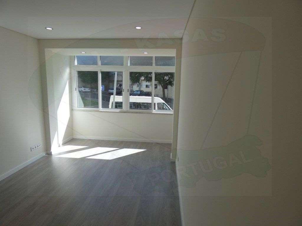 Apartamento para comprar, Rua Elias Garcia, Falagueira-Venda Nova - Foto 11