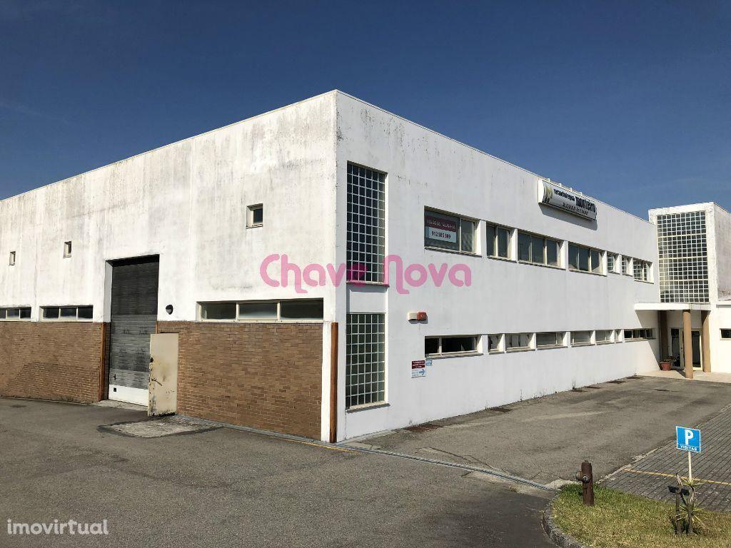 Armazém c/ uma área bruta de 6.000 m2 em Argoncilhe SD/0067