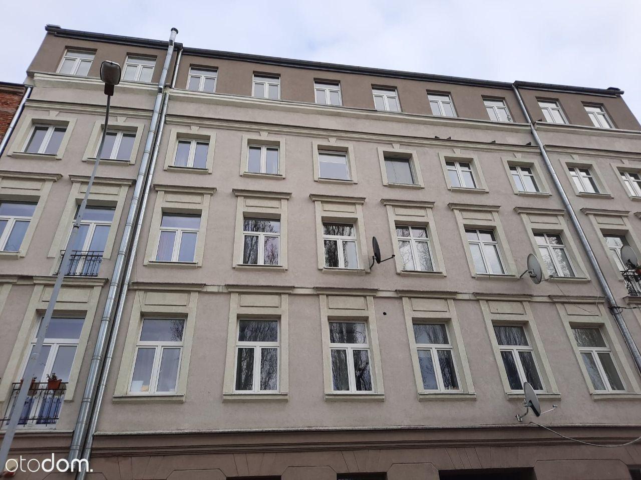 Kawalerka w zrewitalizowanej kamienicy na1.piętrze