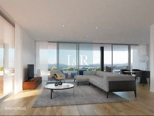 Apartamento T3 com terraço no Estoril