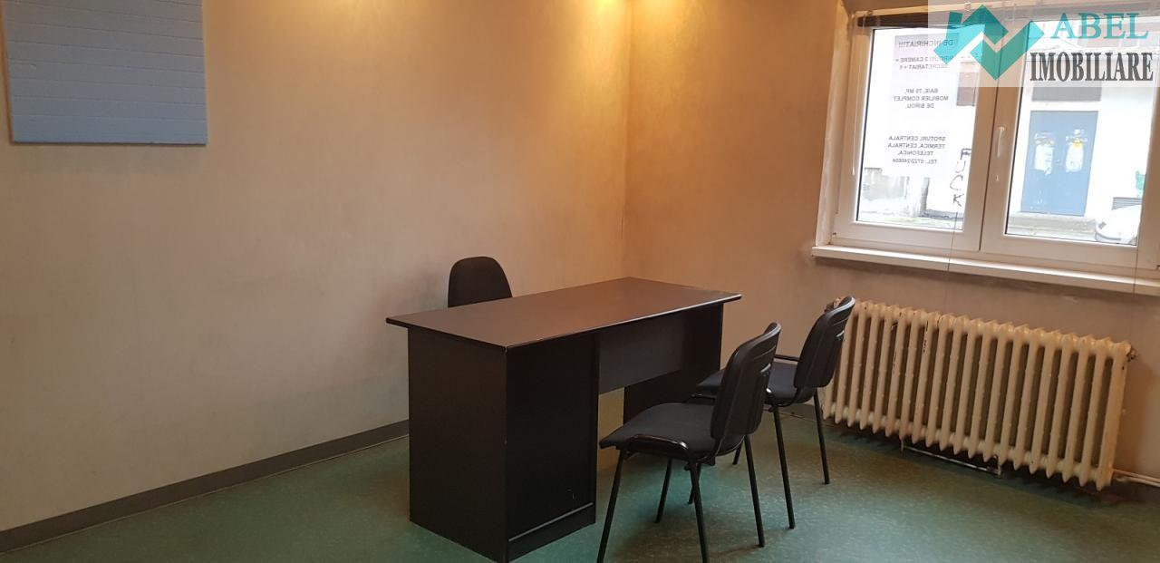 De închiriat birou, cabinet, apartament 3 camere 67mp Deva Ion Creangă