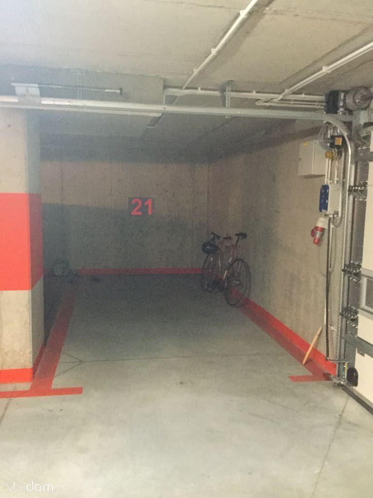 sprzedam miejsce postojowe w garażu podziemnym.