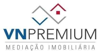 Este moradia para comprar está a ser divulgado por uma das mais dinâmicas agência imobiliária a operar em A dos Negros, Leiria