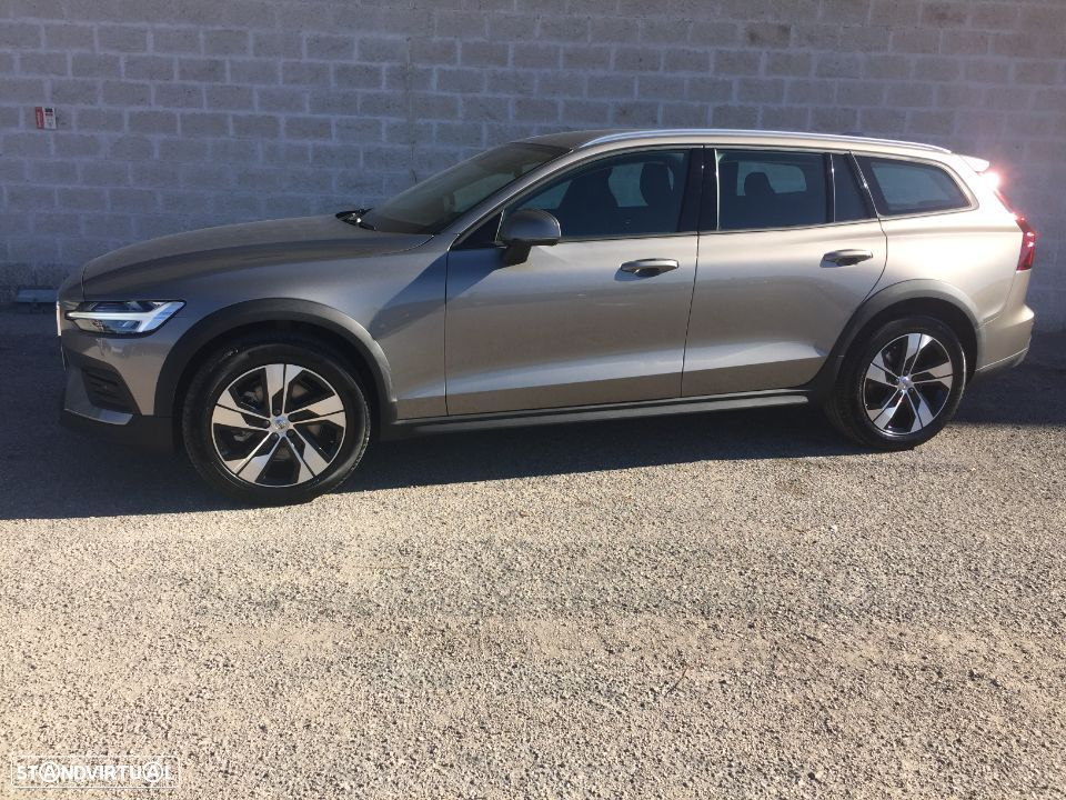 Volvo V60 Cross Country 2.0 D4 Geartronic - 1