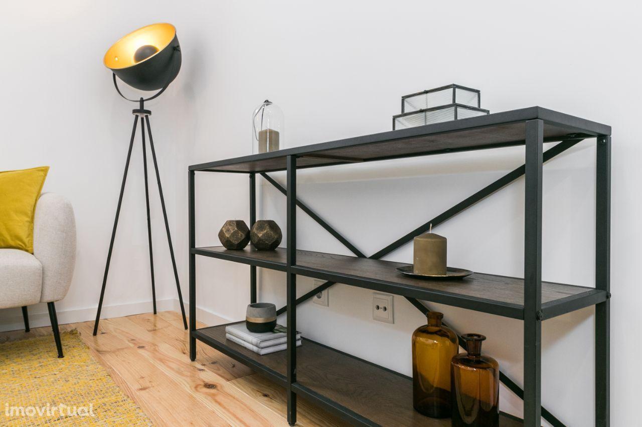 LISBOA ( Arroios ) Apartamento T2 remodelada a estrear
