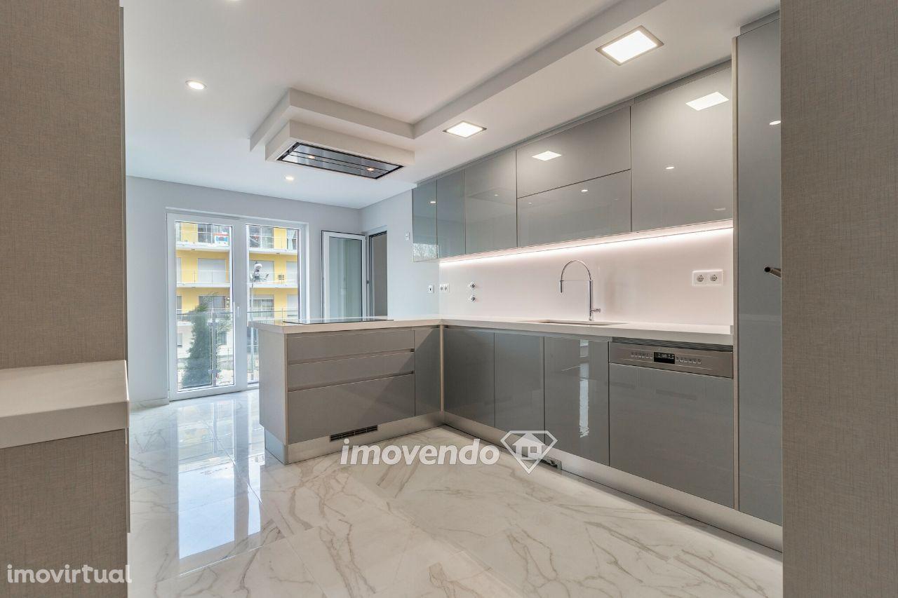 Apartamento T2, com garagem, em condomínio com piscina, Paço de Arcos