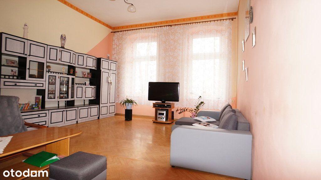 Trzy pokojowe mieszkanie w kamienicy - Nowe Miasto