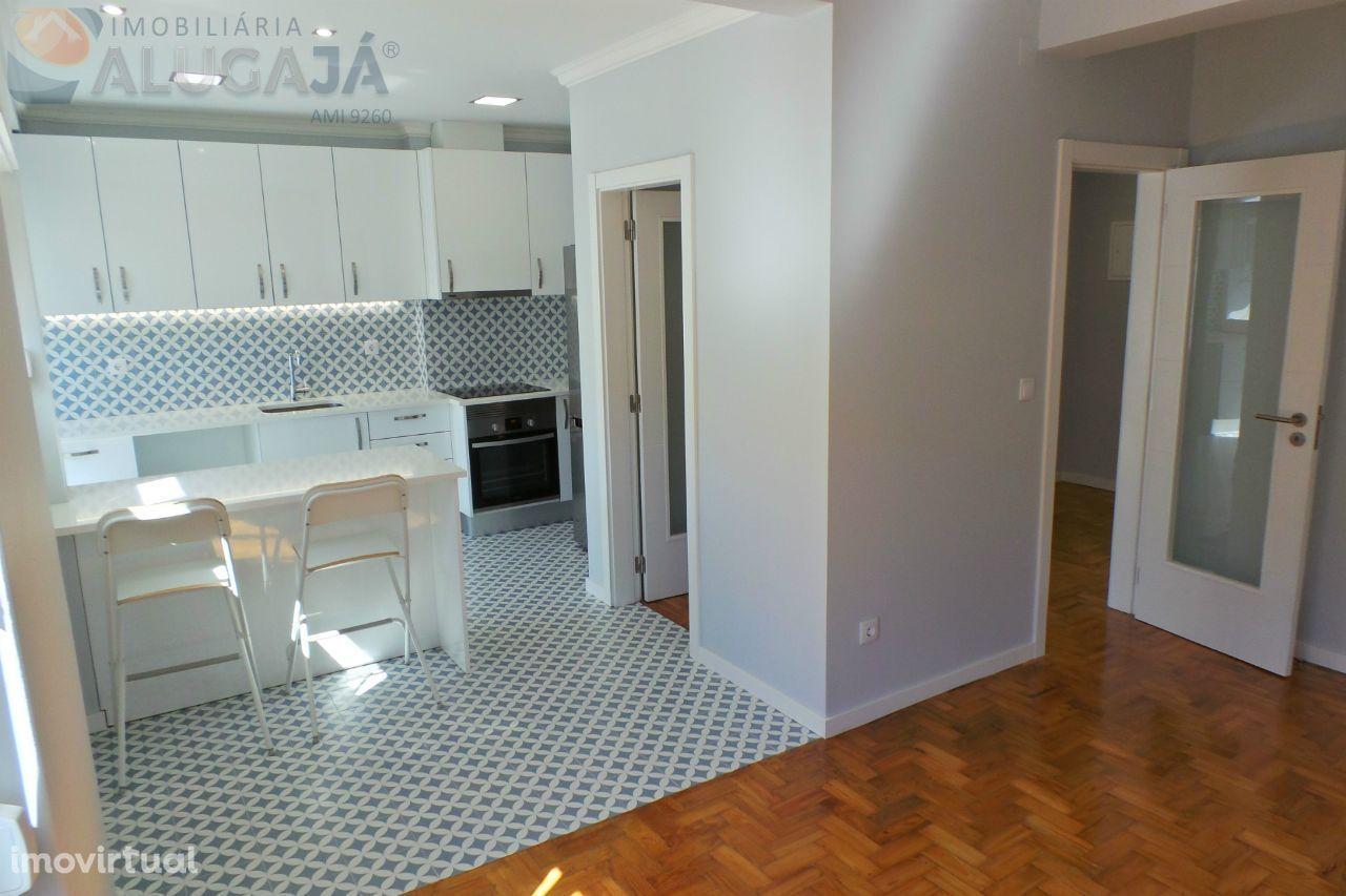 Amadora/Venteira - Apartamento T2 totalmente renovado e soalheiro