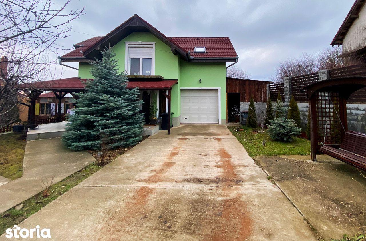 Casa cu garaj - Paleu
