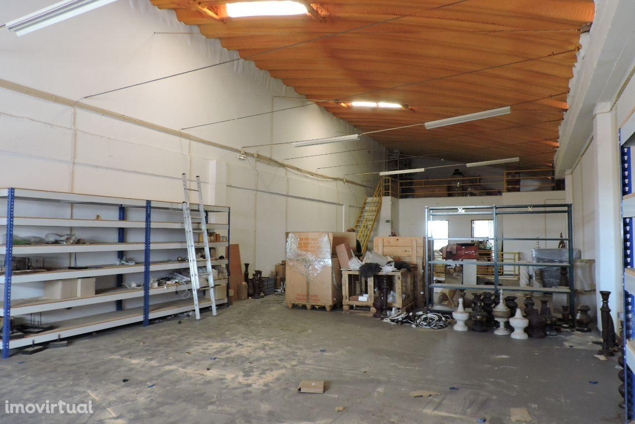 Armazém industrial em Vale Flores, Feijó