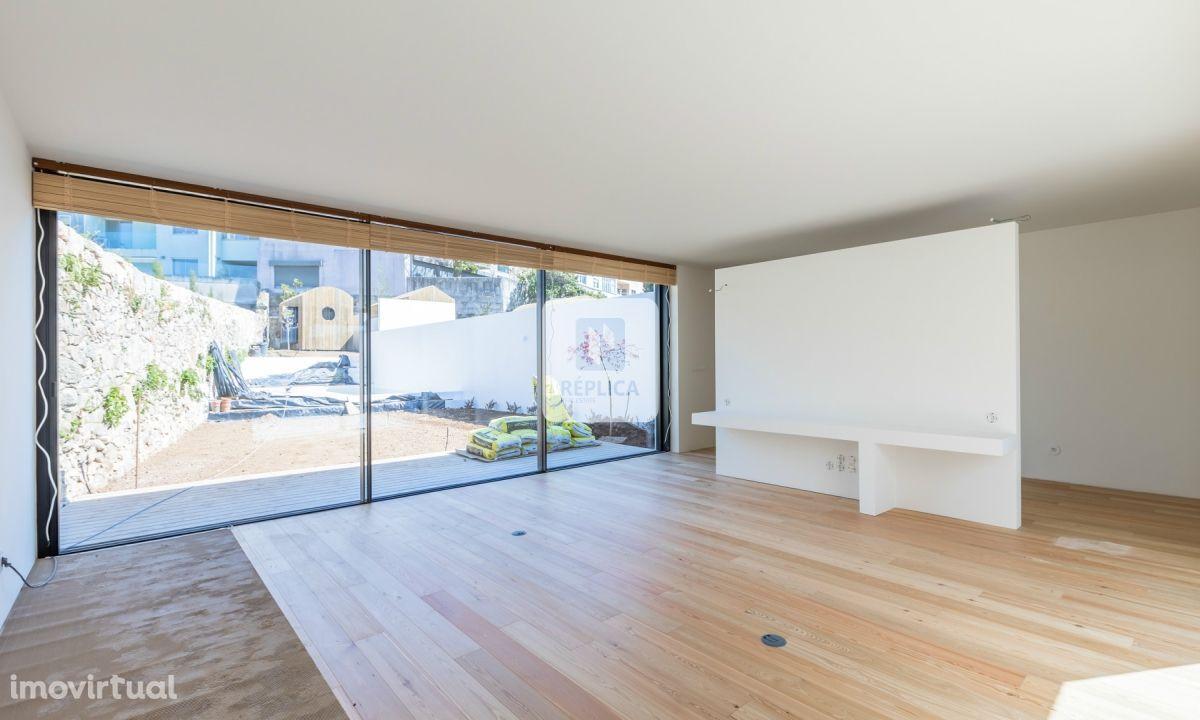 Moradia T5 nova inserida nas casas de Serralves do Arquitecto