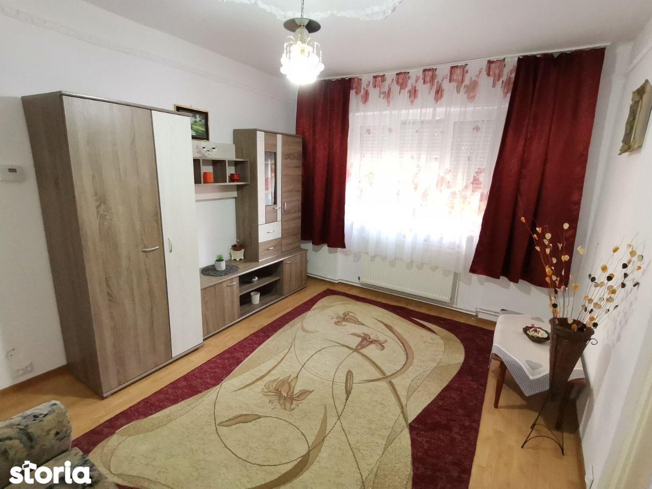 INCHIRIEZ apartament 2 camere nedecomandat,zona Mihai Viteazul
