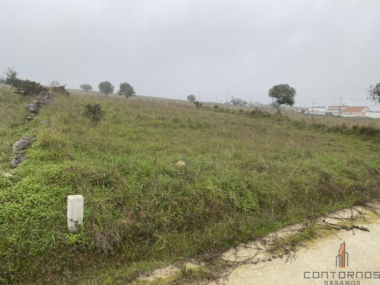 Terreno rústico com 8200 m2 em Montelavar.