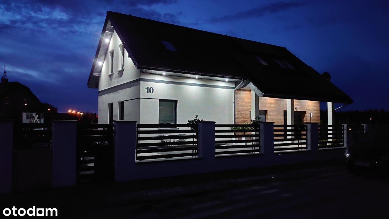 Dom jednorodzinny z instalacją PV w Darłowie.