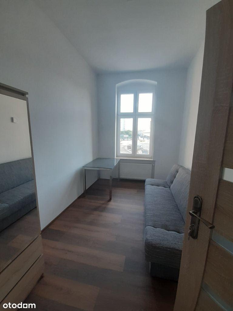 Zadbany, jasny pokój, odnowiona kamienica, Łazarz