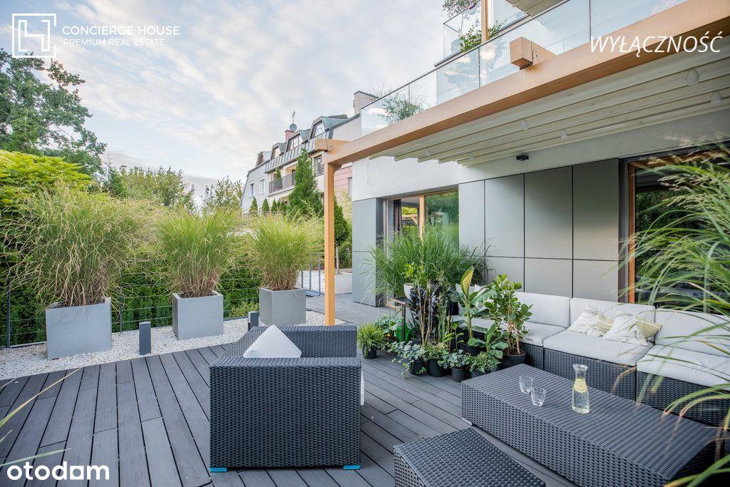 Minimalistyczny styl, dwa tarasy, niezwykły ogród.
