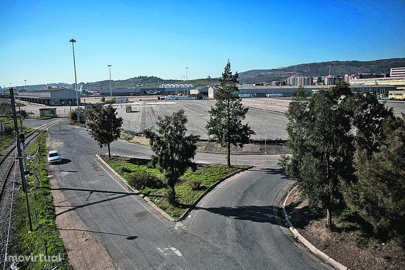 Terreno urbano com 10 200m2 em Alverca