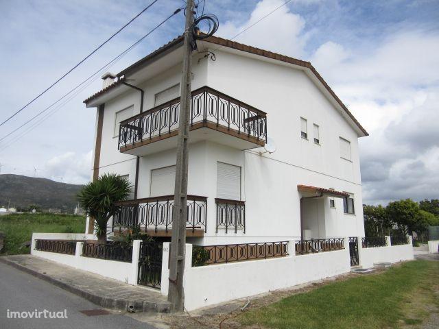 Moradia V4+1 em Vila Praia de Ancora
