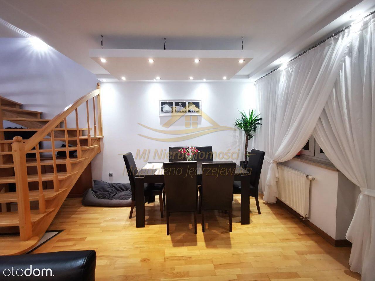 Sprzedaż dwupoziomowego mieszkania z balkonem