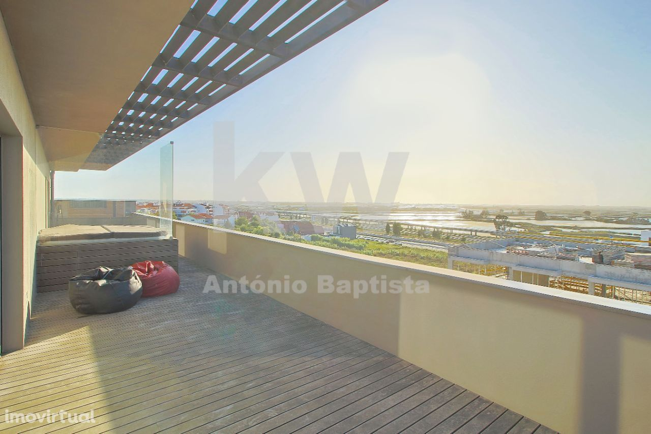 Penthouse T4 com vista sobre as salinas em Aveiro