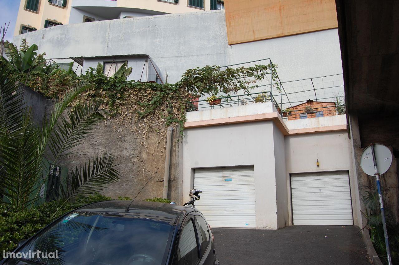 Lugares de estacionamento no Funchal
