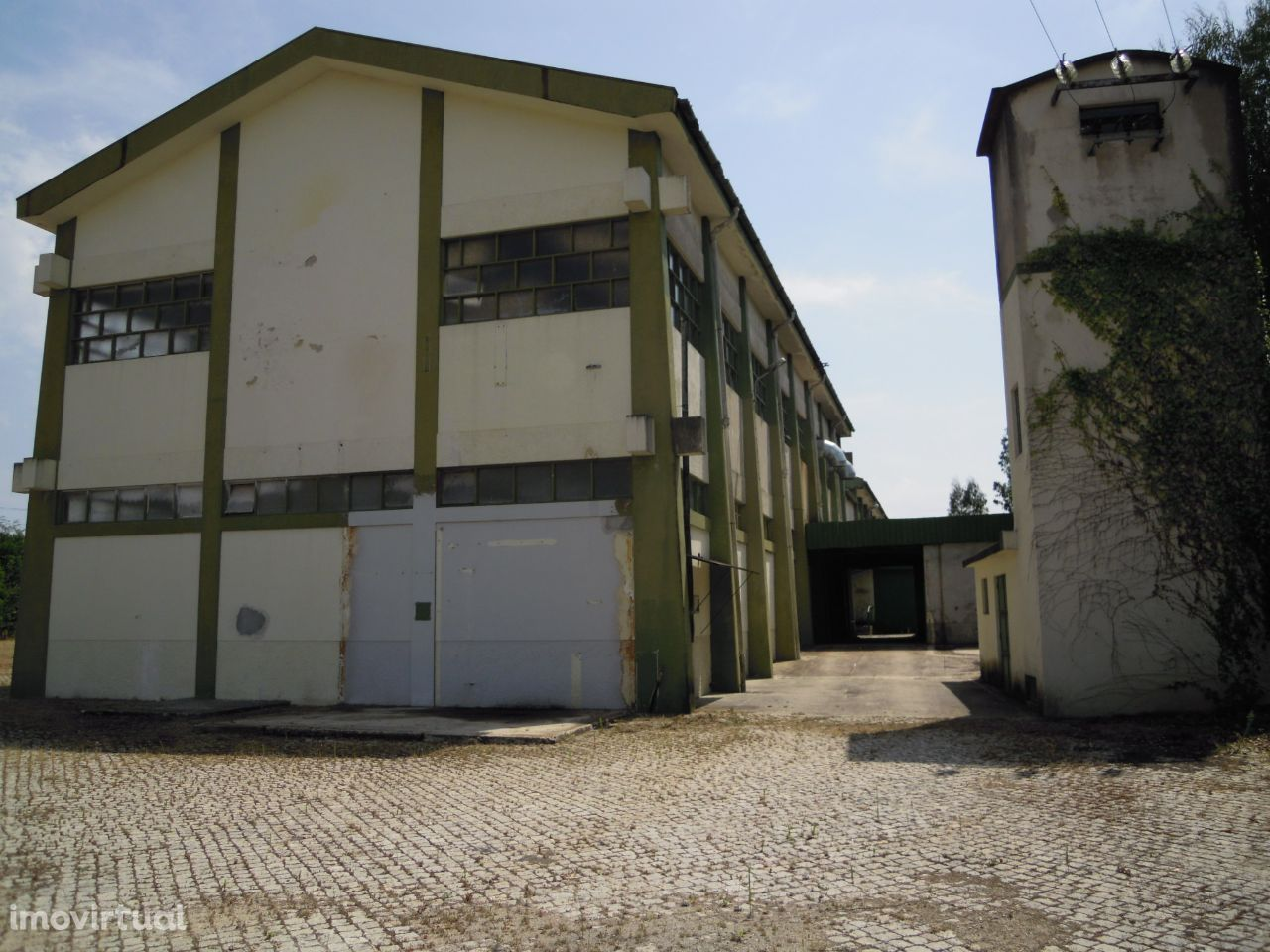Armazém industrial no Olival, em Vila Nova de Gaia