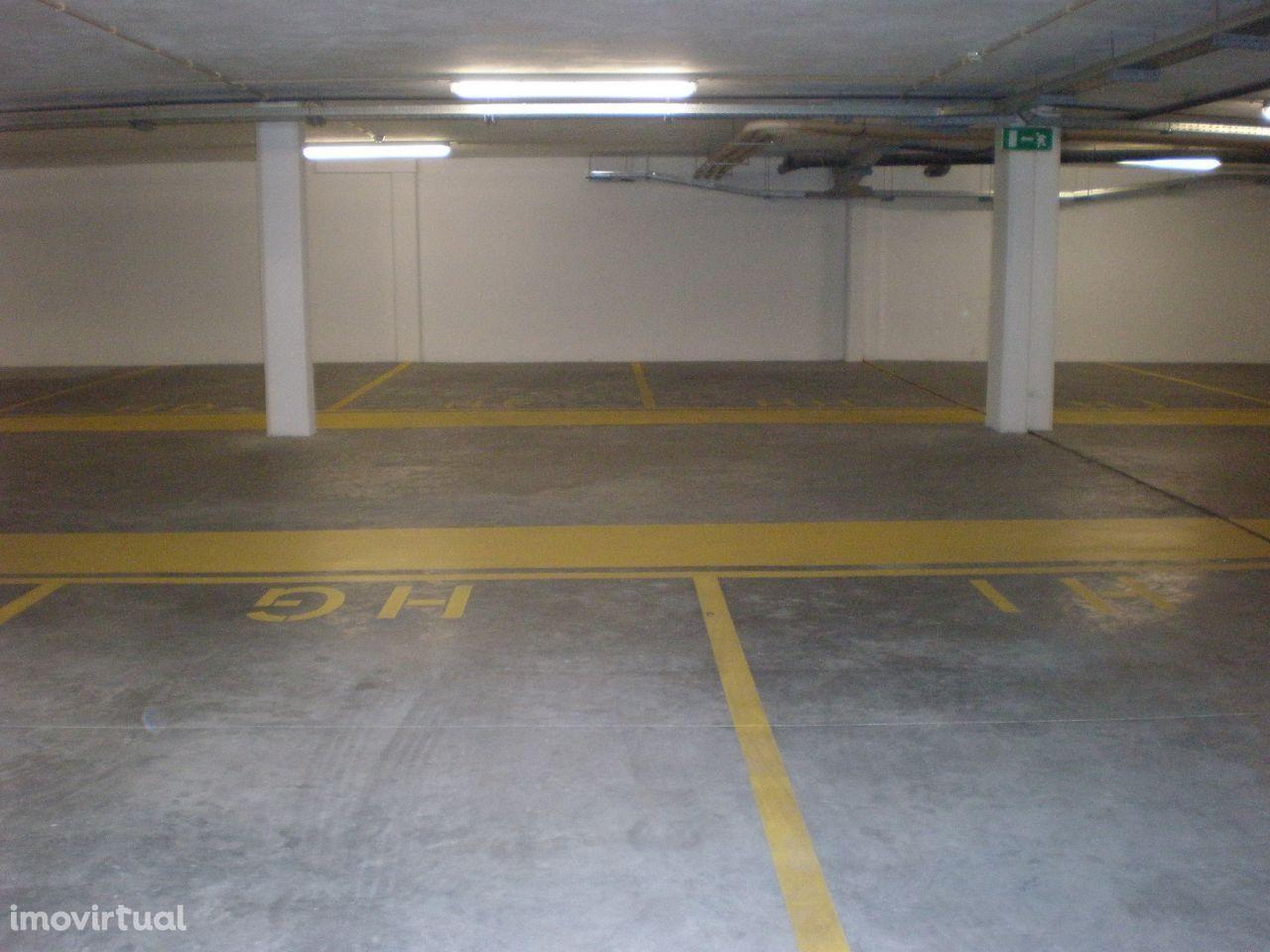 Lugar de garagem 150m do CHVNG - Centro Hospitalar e Tribunal - Gaia