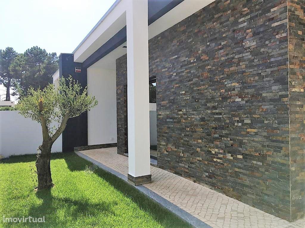Moradia Isolada com Jardim Interior na sala de 52m2