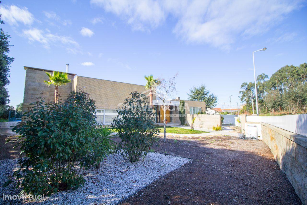 Moradia T6 4 Frentes Jardim,Piscina, campo Ténis amplo espaço exterior