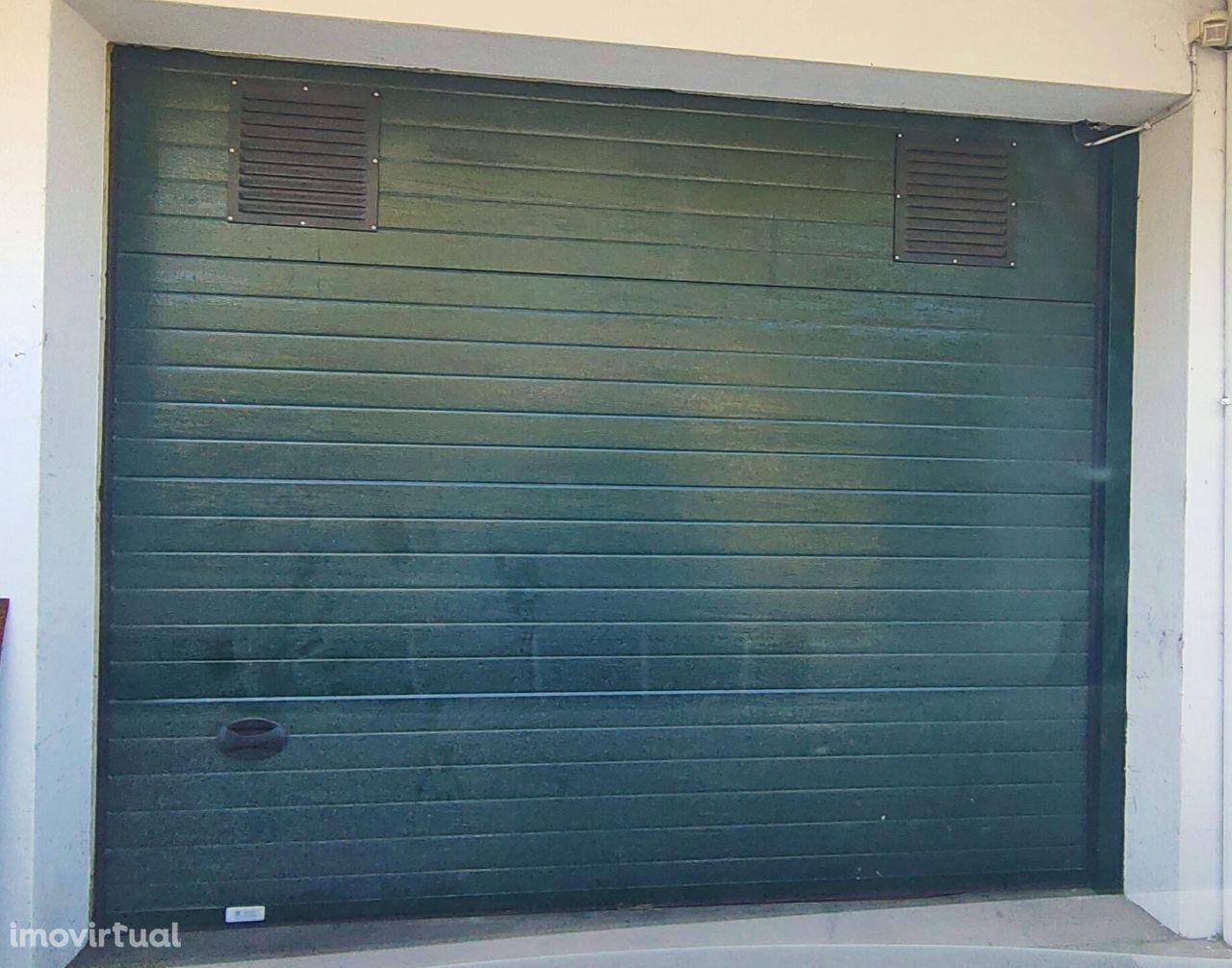 Vendo 2 Lugares de Garagem - Próximos à Rotunda Santo Ovídio