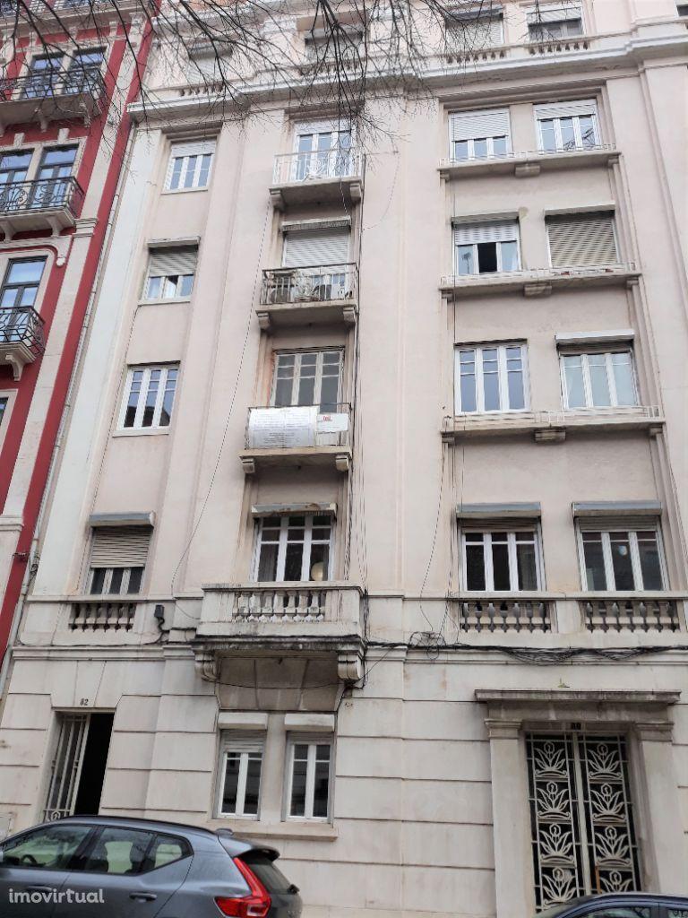 Apartamento T4 remodelado, sem mobília, ao El Corte Inglês