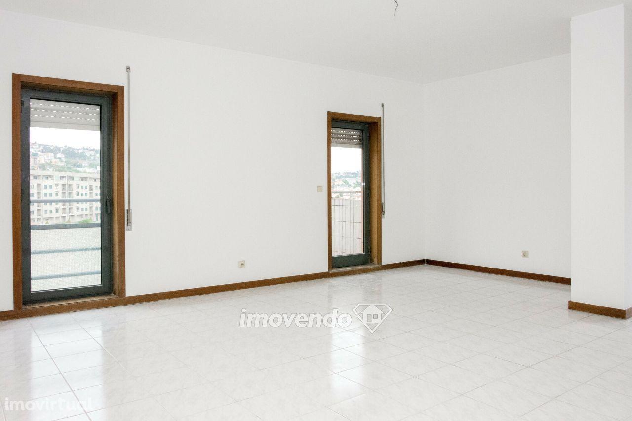 Apartamento T2+1, pronto a habitar, com estacionamento, em Valongo
