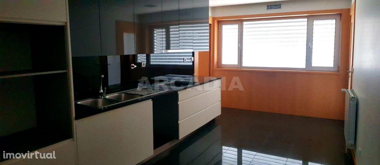 Apartamento Moderno T4 com Garagem para Duas Viaturas