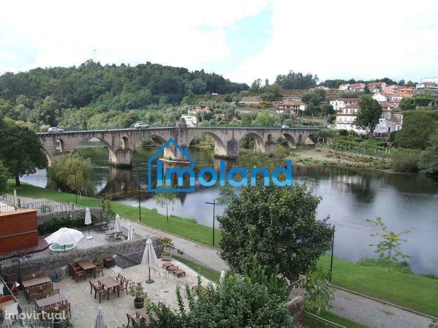 Magnífica MORADIA centenária c/ 3 Pisos / Ponte da Barca