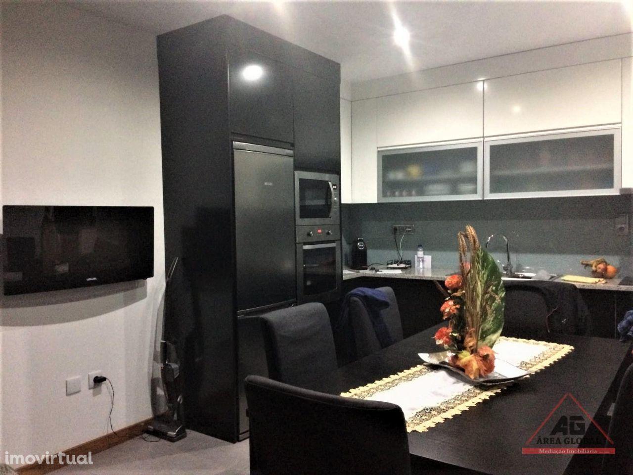 Apartamento T2 com Garagem Fechada e Elevador na Póvoa de Varzim