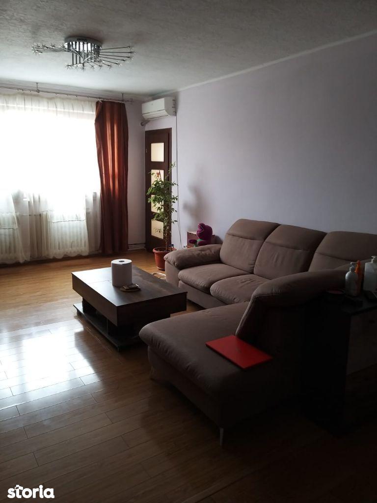 Vand apartament de 3 camere decomandat, in Deva, Carpati