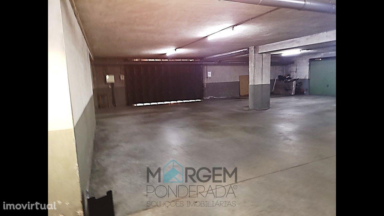 Garagem fechada com 40 m2 em Requião