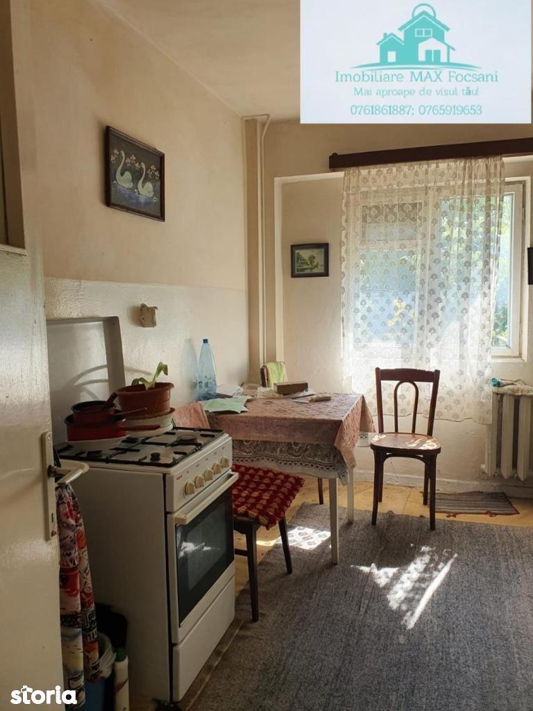 Apartament 3 camere, et. 1, 73 mp utili, de renovat, Policlinica 2
