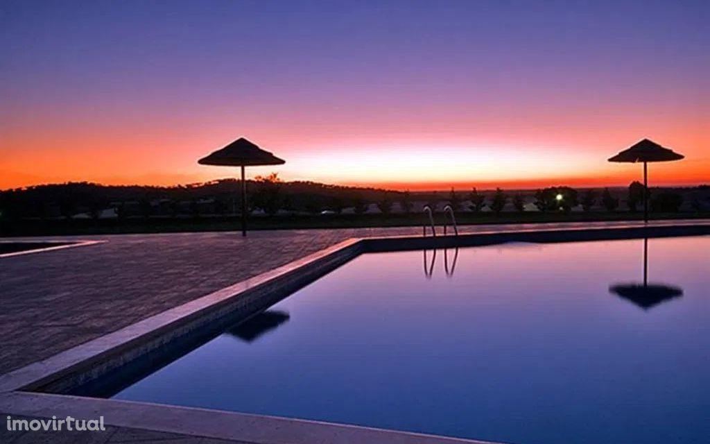CUBA - Moradia T4 numa herdade com piscina colectiva