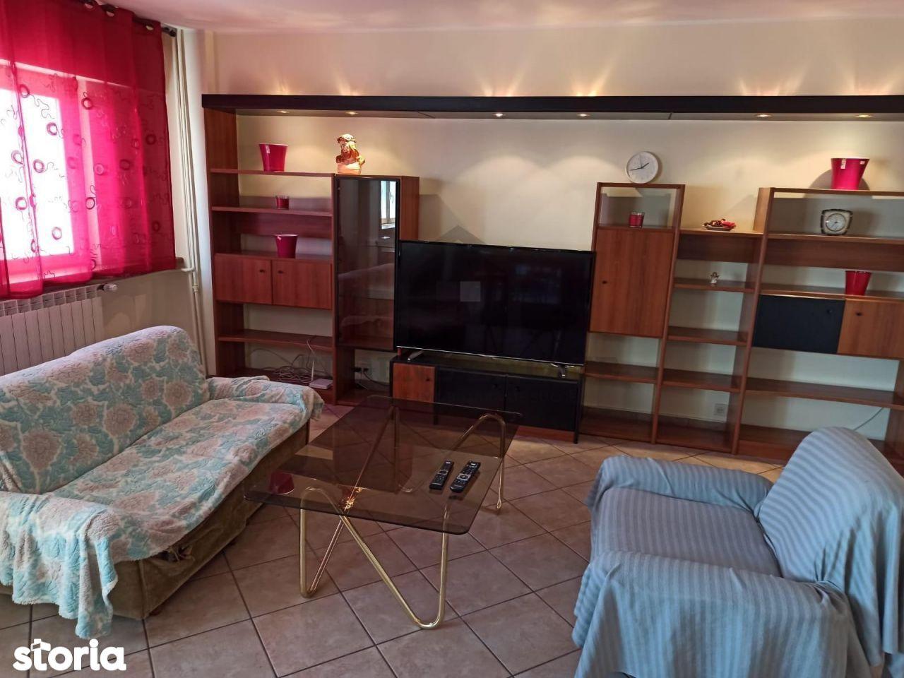 Apartament 3 camere - zona Stefan cel Mare
