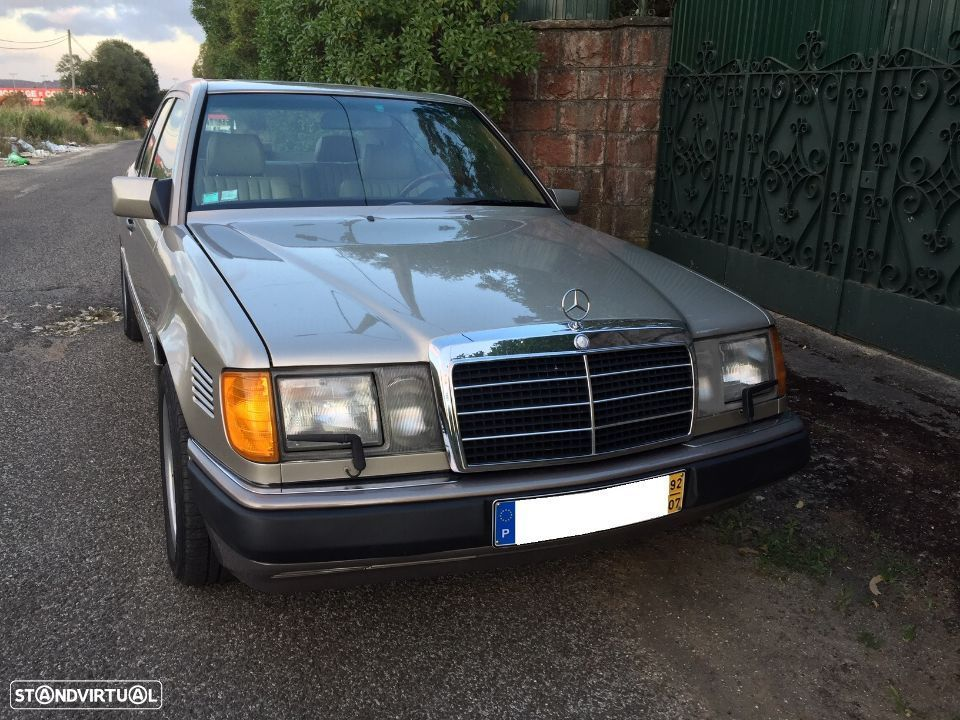 Mercedes-Benz 300 D Turbo - 36