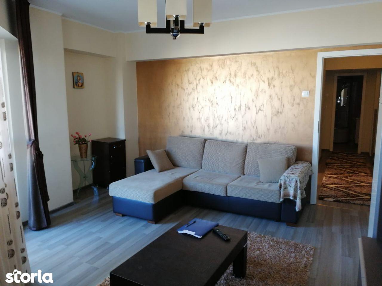 Decomandat , doua camere , 70 mp totali , zona Rovine .