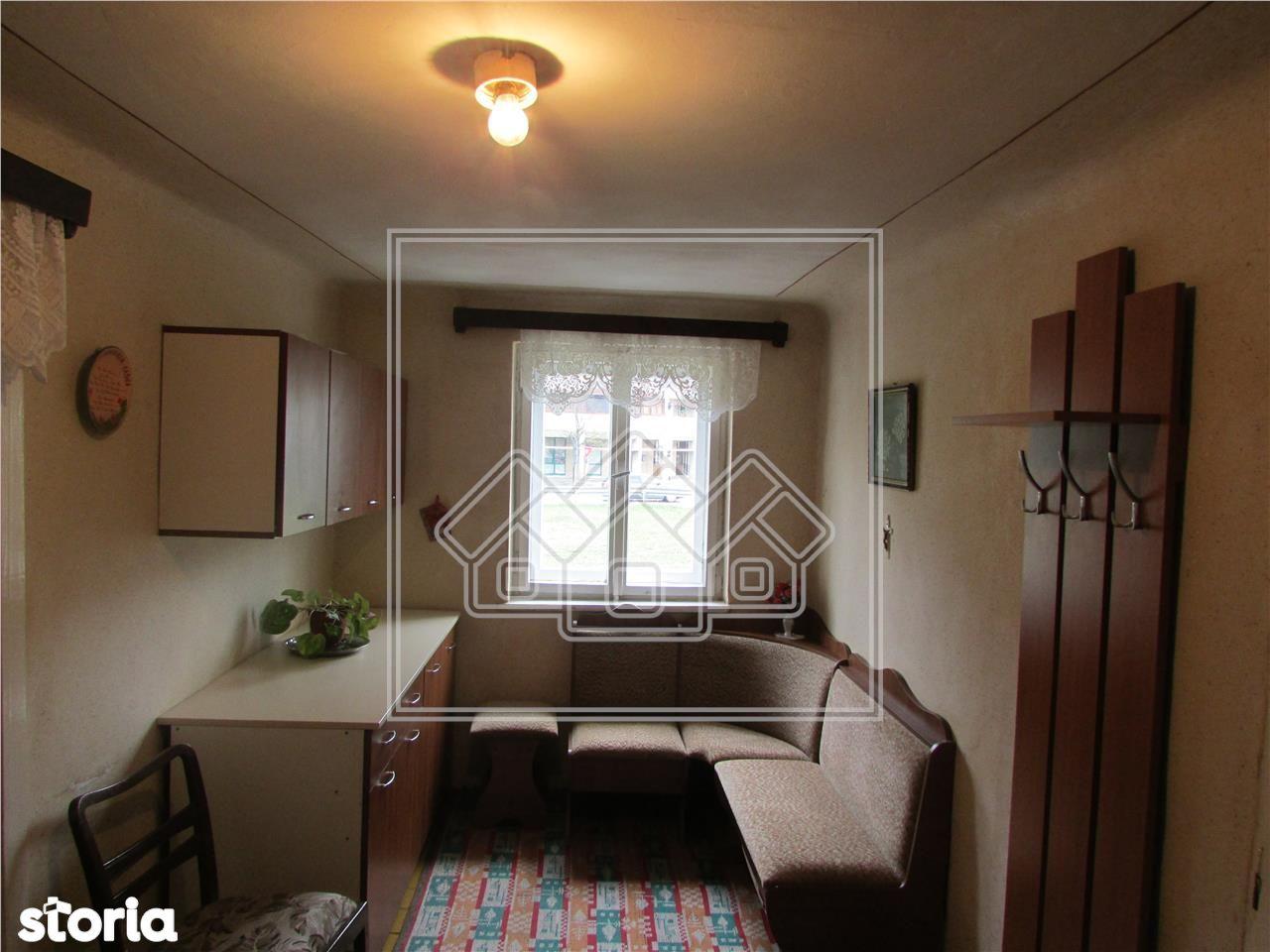 Apartament cu 2 camere - balcon - zona Centrala