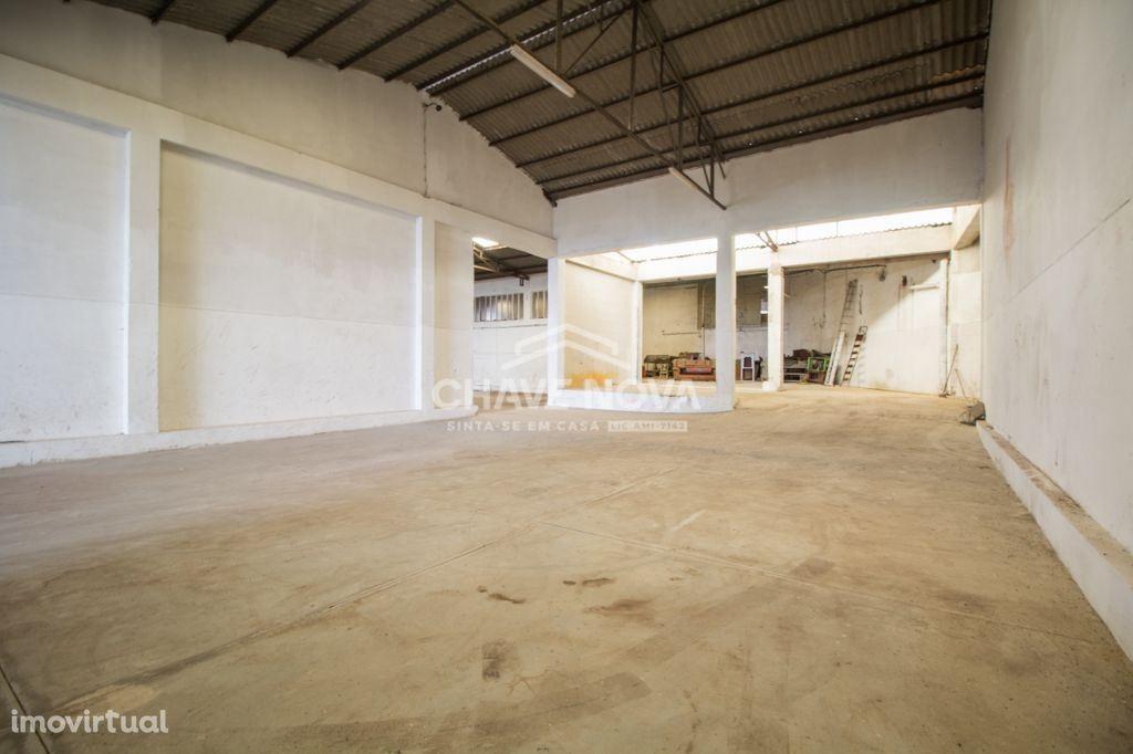Arrendamento armazém/fábrica em Santa Maria de Lamas