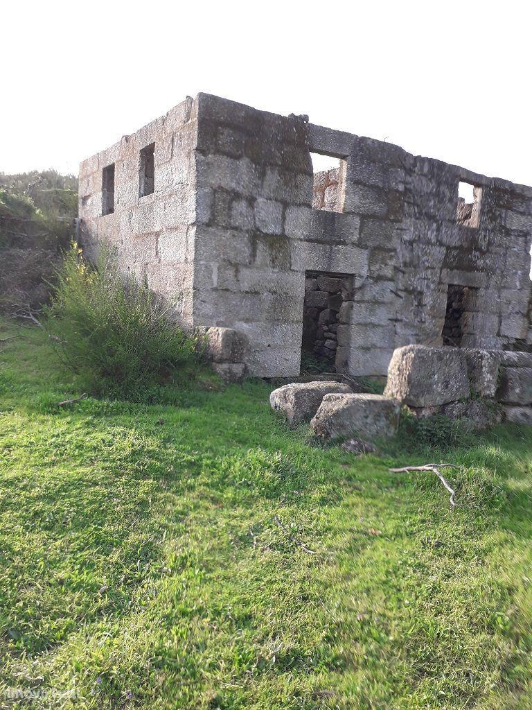 Vende Quinta c/ 2 casas em pedra – Marco de Canaveses