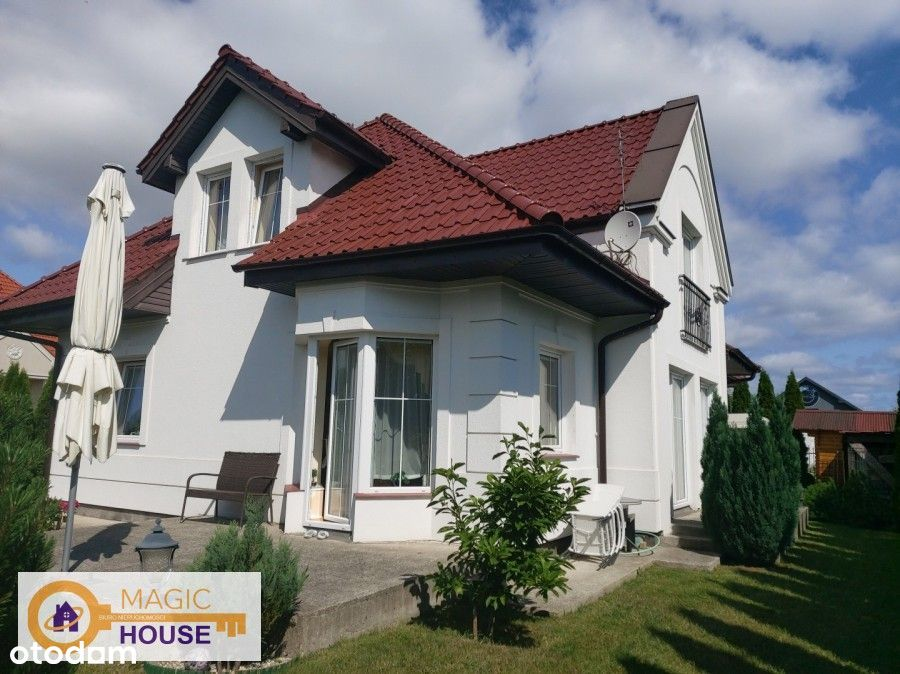 Piękny dom wolnostojący z ogrodem w Kosakowie