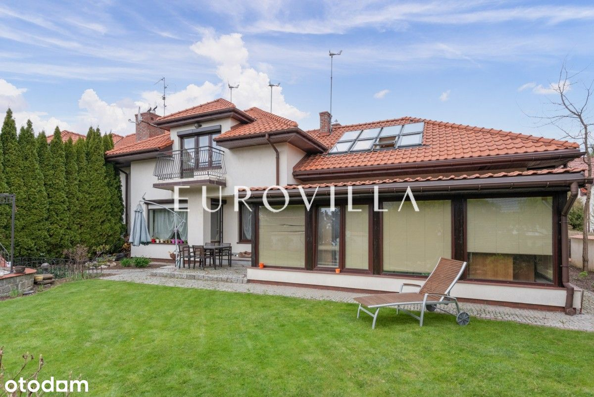 Dom 270 m2 w Powsinie z ładnym ogrodem z piwniczką