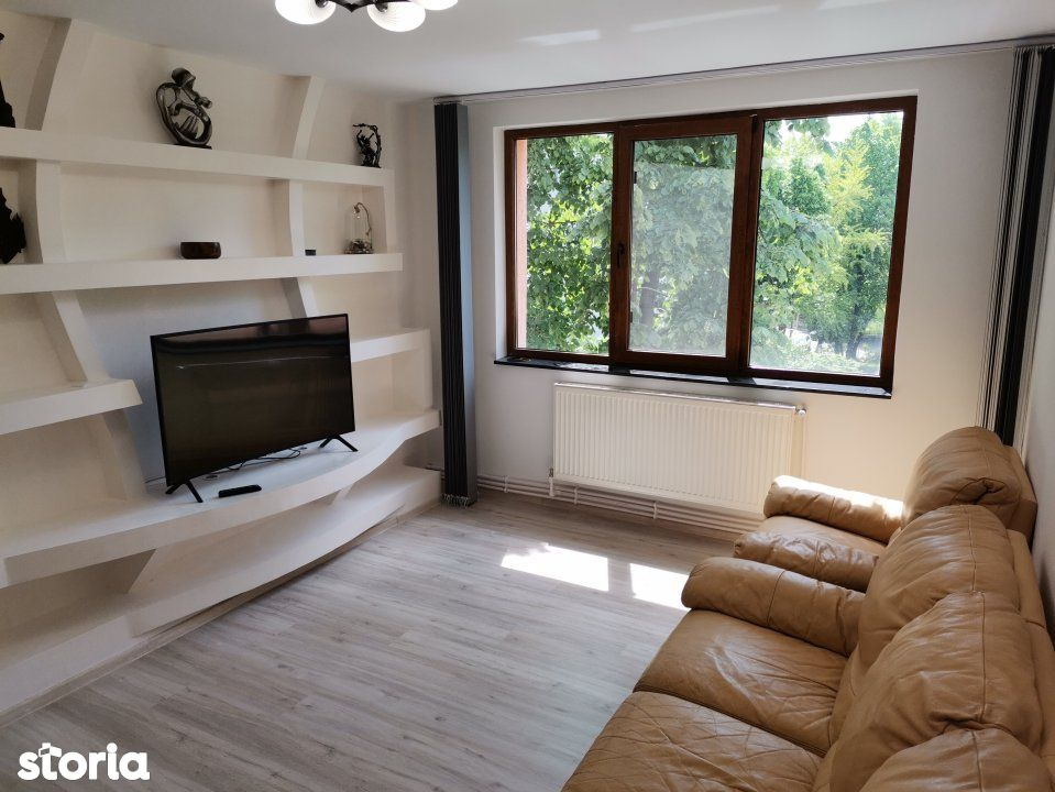 Vanzare apartament 3 camere renovat, centrala si loc de parcare, Titan